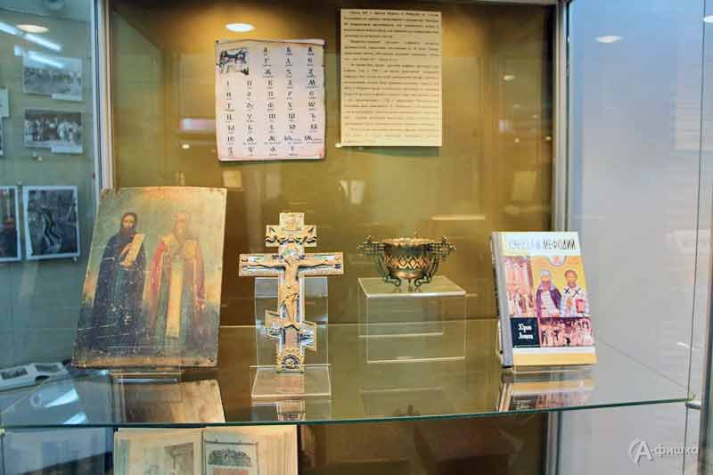 Выставка ко Дню русского языка «Страницы книги создавая»: Афиша выставок в Белгороде