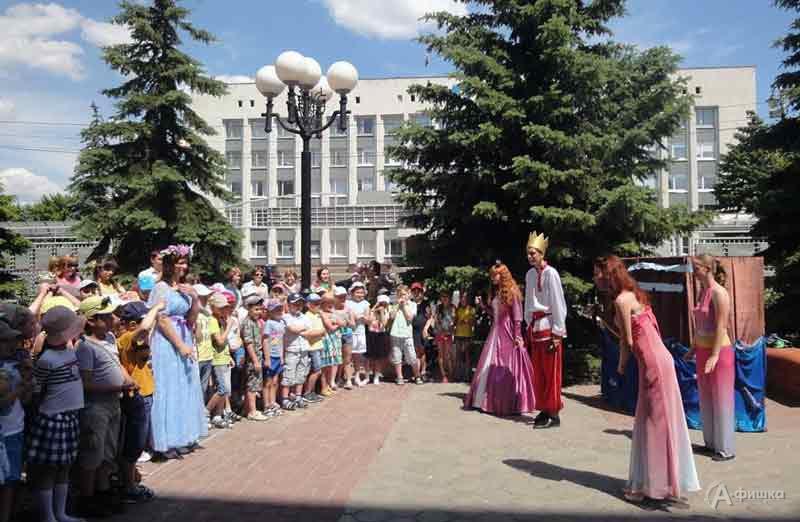 Литературный праздник «Летние чтения— золотые приключения»: Детская афиша Белгорода