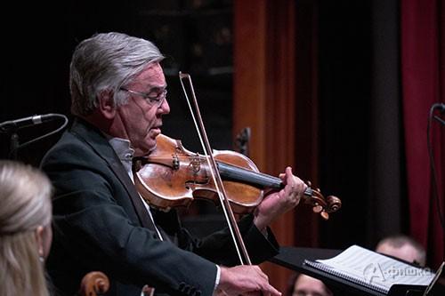 Впервые на сцене Белгородской филармонии — Виктор Третьяков, одна из легенд советской скрипичной школы
