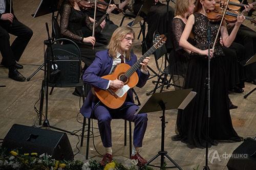 Концерт закрытия IV BelgorodMusicFest «Борислав Струлёв и друзья». Выступает Роман Зорькин