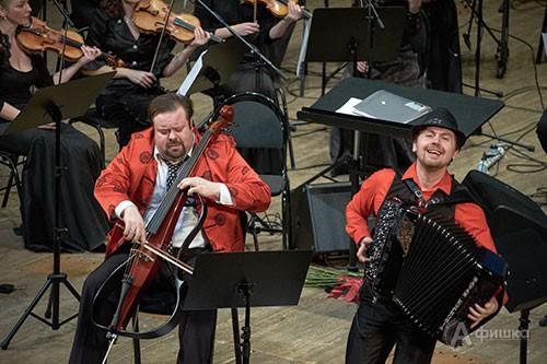 Концерт закрытия IV BelgorodMusicFest «Борислав Струлёв и друзья». На фото: Борислав Струлёв и Айдар Гайнуллин
