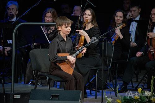 Концерт закрытия IV BelgorodMusicFest «Борислав Струлёв и друзья». На фото: 10-летний балаечник Полосаев