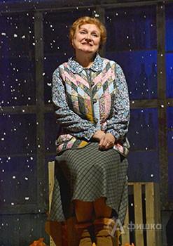 Тётя Паша в исполнении Анны Краснопольской (спектакль «Зимы не будет!» в БГАДТ им. Щепкина)