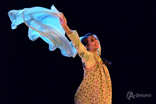 Сцена из премьерного спектакля «Зыковы» в белгородской драме