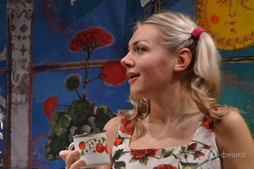 Дарья Ковалевская в роли Ксюши в спектакле «Приговорённый к счастью»