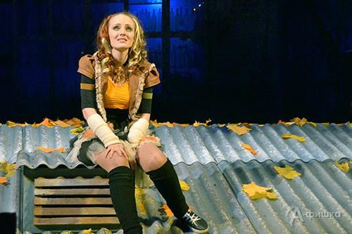 Новенькая (Оксана Катанская)  из спектакля «Зимы не будет!» в БГАДТ им. Щепкина