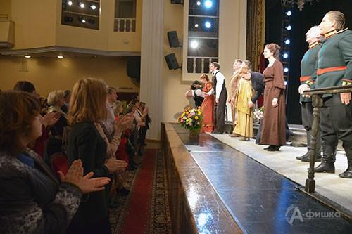Вновь и вновь вчера звучали аплодисменты в честь петербургских артистов и их художественного руководителя Семёна Спивака