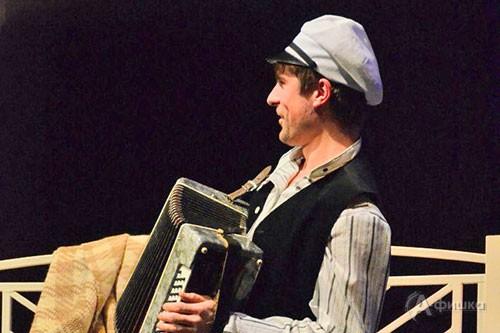 Без сомнения, заслужит симпатии зрителей Клавдий Горецкий, которого Роман Рощин играет громко, «наотмашь».
