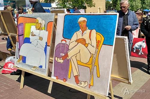 Фрагмент выставочной экспозиции IV Арт-фестиваля в парке Победы
