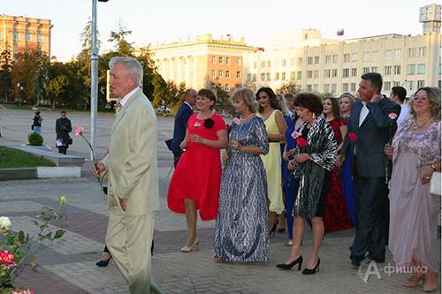 Возложение цветов к памятнику Щепкину перед открытием 82 сезона БГАДТ им. Щепкина