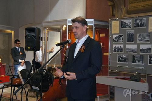 Почётный гость открытия выставки «От «чёрных ножей» к ювелирному искусству» Андрей Александрович Лахтачёв