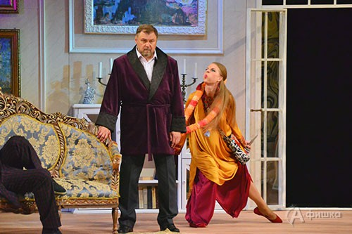 Сцена из спектакля «Ужин дураков», премьеры к закрытию 82-го сезона в БГАДТ им. Щепкина