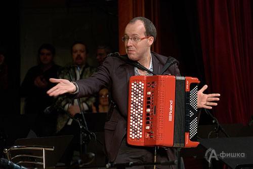 Людовик Бейер в Белгороде впервые играл на эксклюзивном инструменте, изготовленном фирмой Roland в Москве