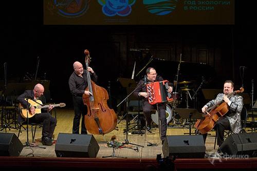 Фестивальное сотворчество: на сцене Большого зала БГФ Ludovic Beier Trio и Борислав Струлёв