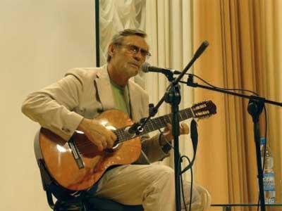 Творческий вечер Александра Михайлова в Белгороде: исполнение народных и казачьи песен под аккомпанемент семиструнной гитары