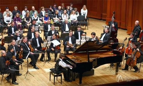 Белгородские музыканты – победители областных и региональных соревнований и конкурсов слушали концерт со сцены