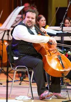 Неизменной центральной персоной трех блистательных концертных дней фестиваля был Борислав Струлёв