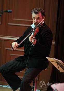 Александр Антонов (скрипка, вокал)