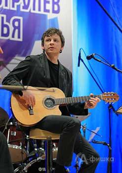 Олег Аряев (гитара, вокал)