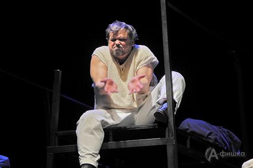 Сцена из спектакля «На дне» в постановке В. Беляковича в БГАДТ им. Щепкина