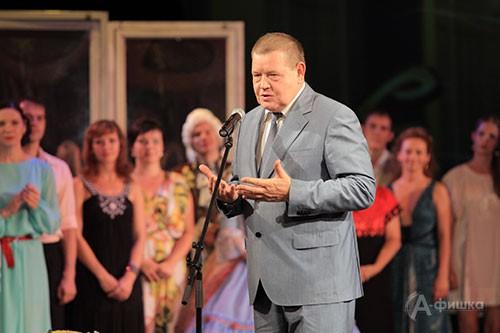 Председатель Белгородской областной Думы Иван Кулабухов желает юбиляру долголетия в творчестве
