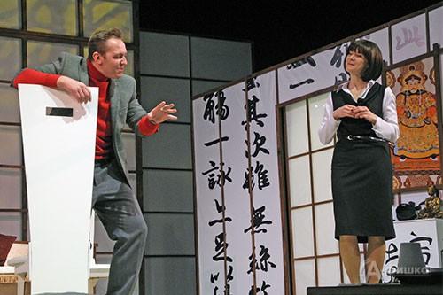 Сцена из спектакля «Как боги» в БГАДТ им. Щепкина