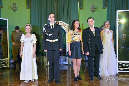 Сцена из нового спектакля «Честь имею» в БГАДТ им. Щепкина