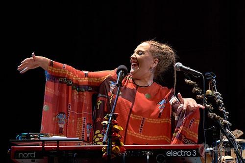 Свои композиции, которые она поёт на родном грузинском языке, Нино называет не песнями, а танцами