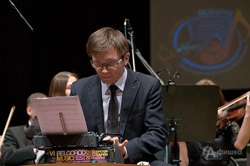 Тимур Халиуллин солирует в «пьесе для теоретика с оркестром»