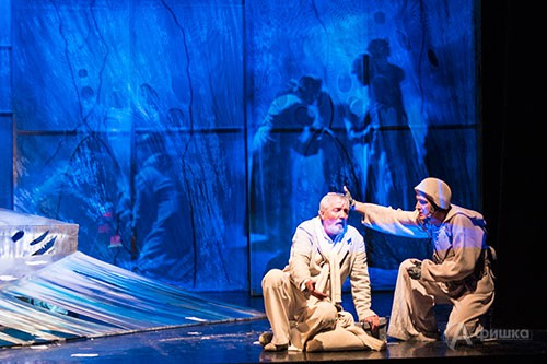 Сцена из премьерного спектакля БГАДТ им. Щепкина «Сыновья моих братьев»